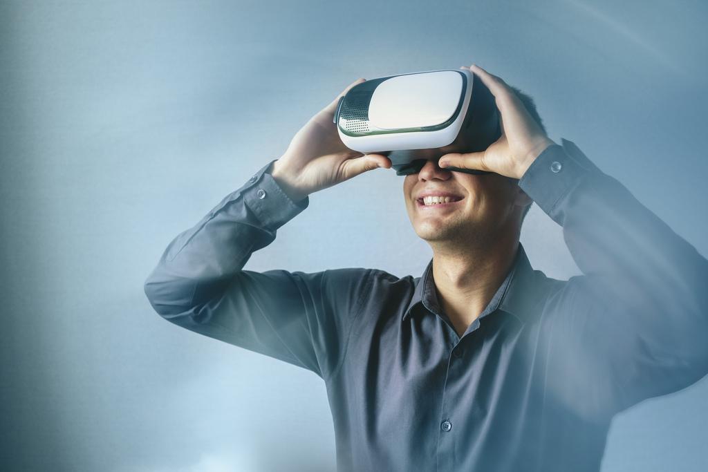 man-wearing-a-virtual-reality-headset
