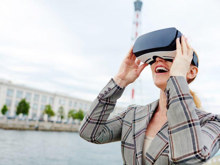woman-in-virtual-reality-envato